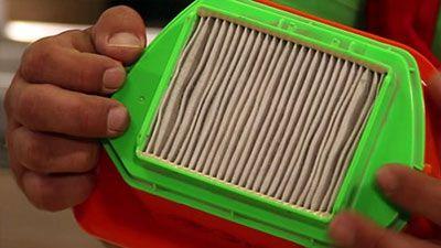 Wie wechselt man den HEPA - Filter eines Staubsaugers aus?