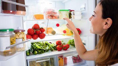 Warum riecht es in meinem Kühlschrank schlecht?